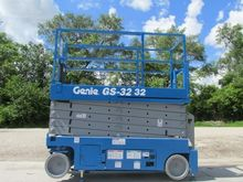 2011 GENIE GS3232 Scissor lifts
