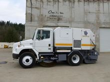 2004 ELGIN BROOM BEAR Sweeper