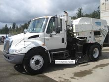 2007 INTERNATIONAL 4200 Sweeper