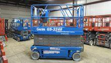 2000 GENIE GS3246 Scissor lifts