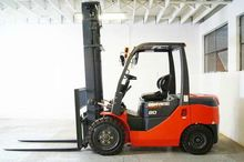 FD35S EQUIPMENT FORKLIFTS