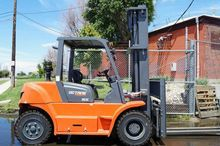 FD70 EQUIPMENT FORKLIFTS