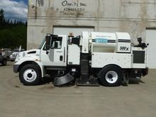 2009 INTERNATIONAL 4400 Sweeper