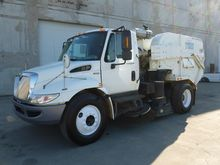 2011 INTERNATIONAL 4400 Sweeper
