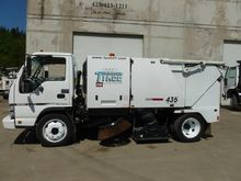 2007 ISUZU NPR Sweeper