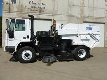 2006 FREIGHTLINER FC80 Sweeper