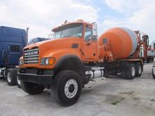 2003 MACK Granite Concrete mixe