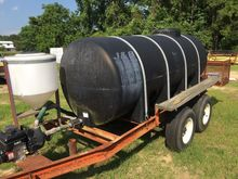 NEW HOLLAND 1000 gallon Tanks