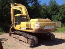 DEERE 790E LC Excavators
