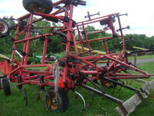 Wil-Rich 3400 Field cultivators