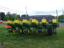 1993 John Deere 7240 Planters