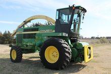 1999 John Deere 6950 Harvesters