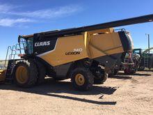 2011 Claas LEXION 740 Combines