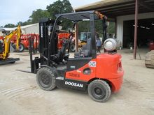 2011 DOOSAN G25E-5 Forklifts