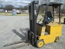1988 CATERPILLAR MC 30 Forklift