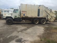 1998 INTERNATIONAL 2564 Waste -