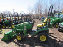 2016 JOHN DEERE 1025R Tractors
