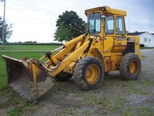 DEERE 444 Loaders