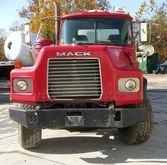 2001 MACK DM690S Concrete mixer