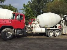 2005 MACK DM690S Concrete mixer
