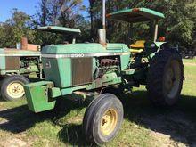 JOHN DEERE 2940 Tractors