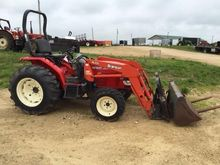 2011 BRANSON 3820i Tractors