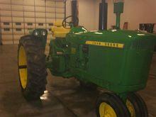 JOHN DEERE 3010 Tractors