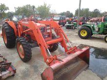 2001 KUBOTA M6800SD Tractors
