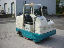 2009 Tennant 7400 Sweeper