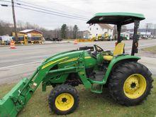 2009 JOHN DEERE 4520 Tractors