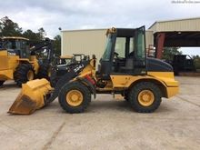 John Deere 324J Loaders