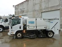 2010 ISUZU NPR Sweeper