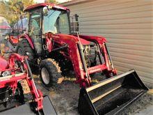 MAHINDRA 2555 HST Tractors