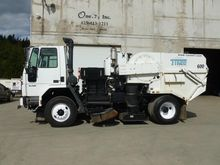 2004 TYMCO 600 Sweeper