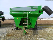 EZ-Trail 710 Grain carts