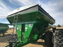 2012 Unverferth 882 Grain carts