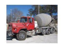 2004 MACK DM690S Concrete mixer