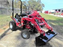 MAHINDRA eMAX22S HST Compact tr