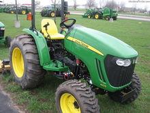 John Deere 4105 Compact tractor