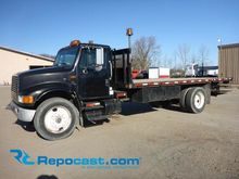 INTERNATIONAL 4900 Flatbed Truc