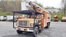 2002 GMC C7500 ELEVATOR Booms