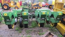 JOHN DEERE 1240 Planters
