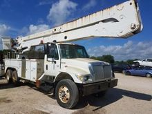2005 INTERNATIONAL 7400 Booms