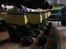 2016 John Deere DR8TW Planters