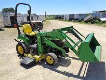JOHN DEERE 2210 Tractors