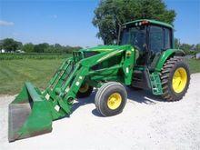 2004 JOHN DEERE 7220 Tractors