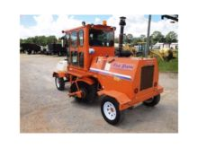 2013 BROCE Broom Cat Sweeper