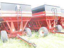 2014 Brenner 657 Grain carts