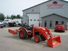 2014 KUBOTA B3350HSD Tractors