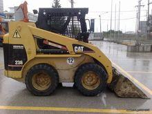 Used CAT 236 '00 in